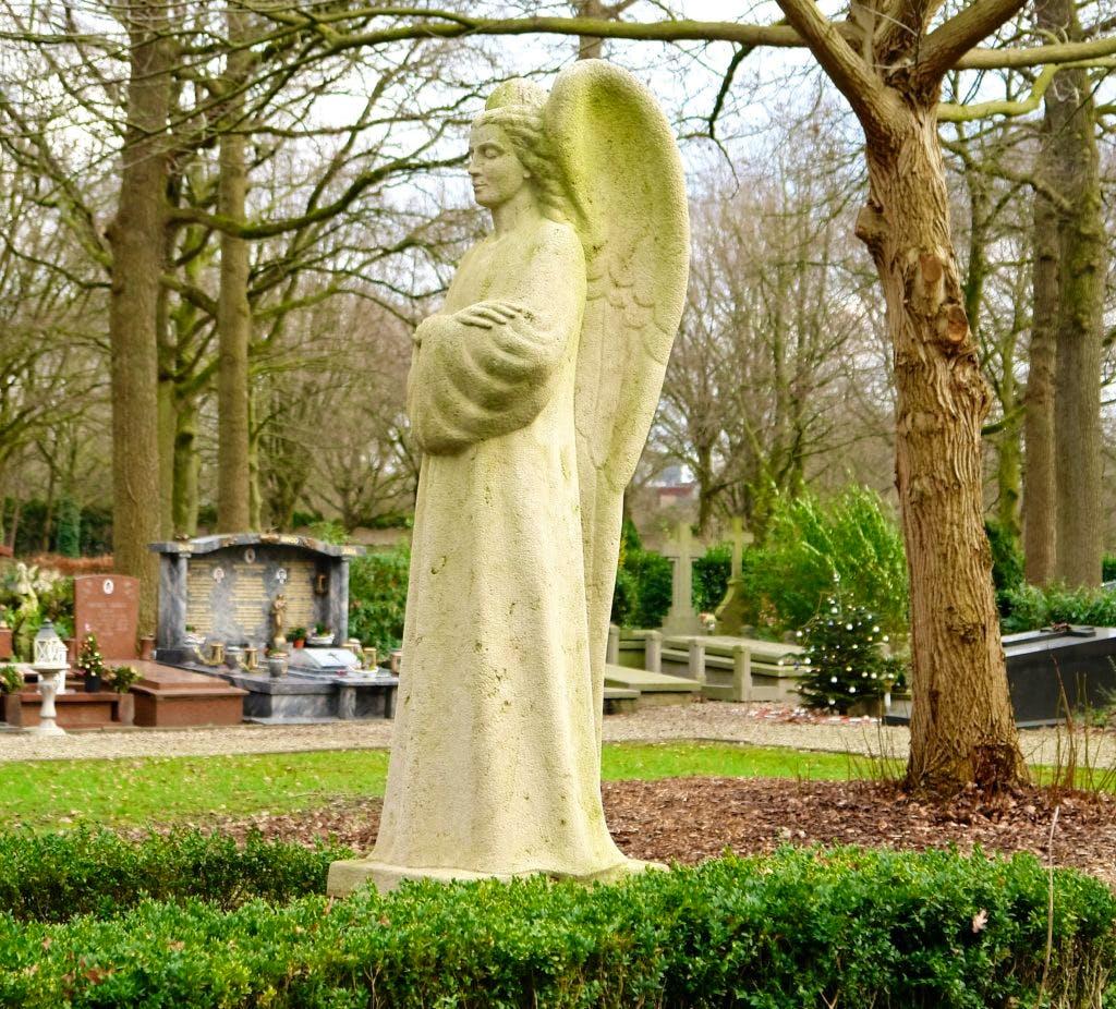 De geheimen van Sint Barbara; Monumenten voor de doden