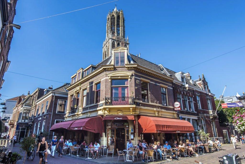De grote terrassentest: 27 terrassen in de binnenstad getest. Café Orloff op 1