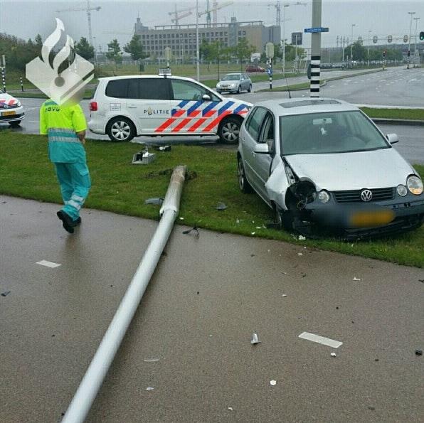 Auto crasht na politie-achtervolging