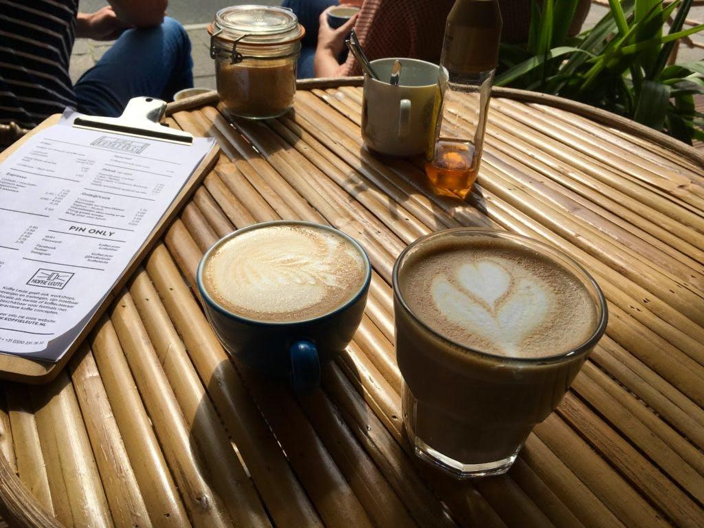 Jette & Jildou drinken koffie bij Koffie Leute: Proefsessie inclusief omfiets-wentelteefjes