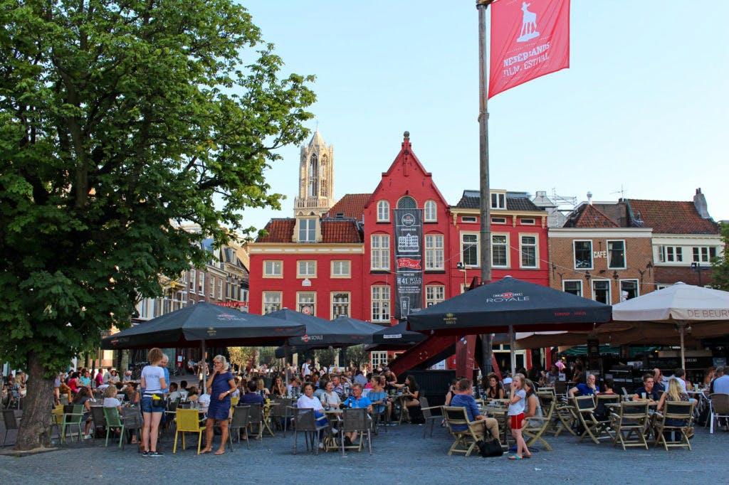 """Zelfregulering in Utrechtse horeca: """"Drinkende minderjarigen zijn maatschappelijk probleem"""""""
