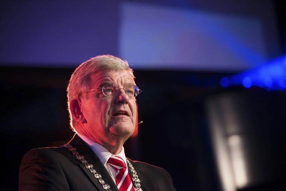 Burgemeester Van Zanen reageert op politieke vragen over boerkaverbod