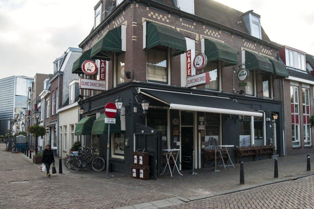"""Café Ouwe Dikke Dries is een klassieker: """"Aan de bar hoor je alles"""""""