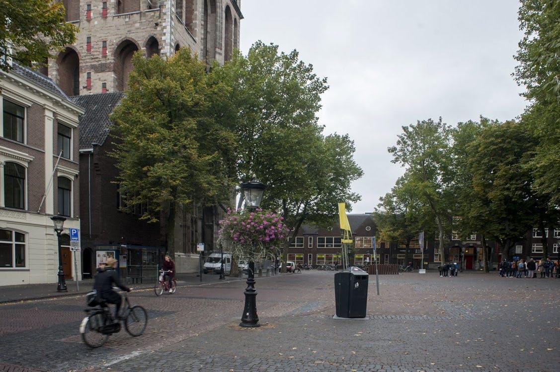 Domplein krijgt markeringen van oude kerken in bestrating