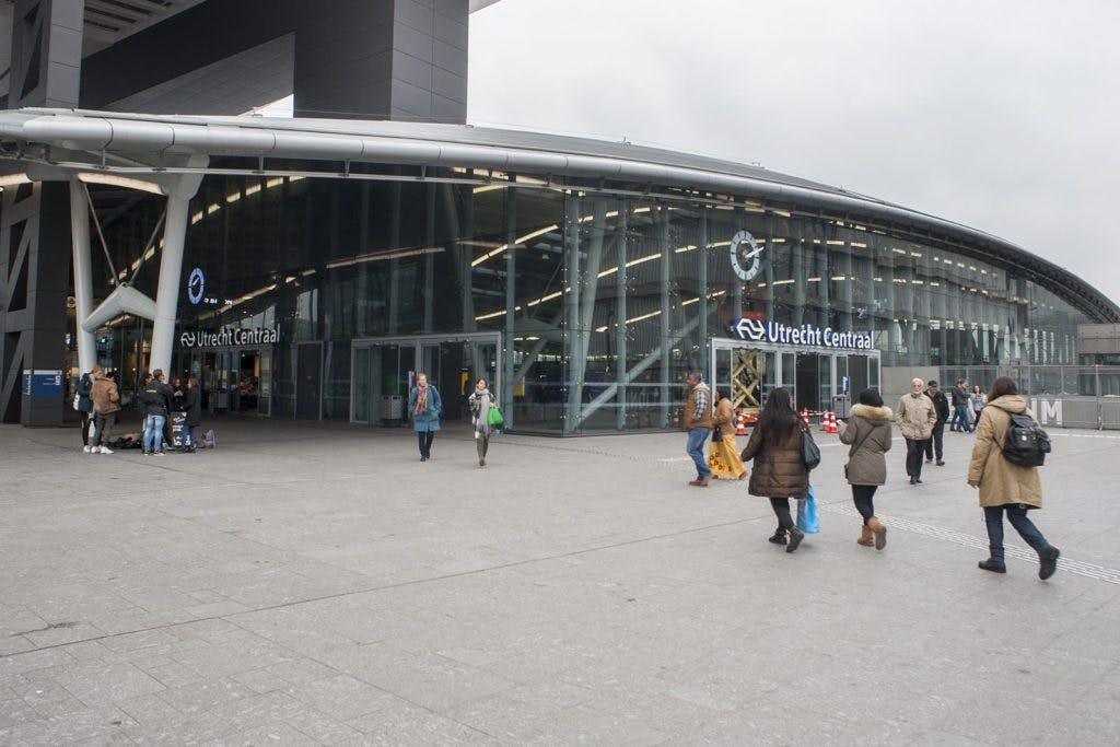 """Politiek wil opheldering over glazen muur bij Uithoftram: """"Zijn hier afspraken over met Klépierre?"""""""