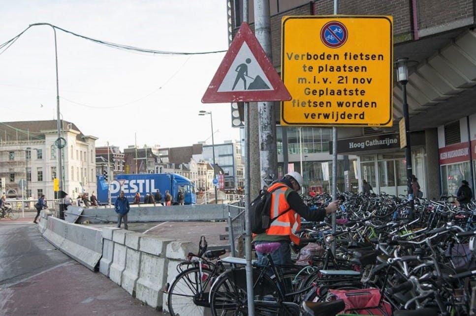Gemeente verwijdert fietsen voor Noordertunnel bij Utrecht CS