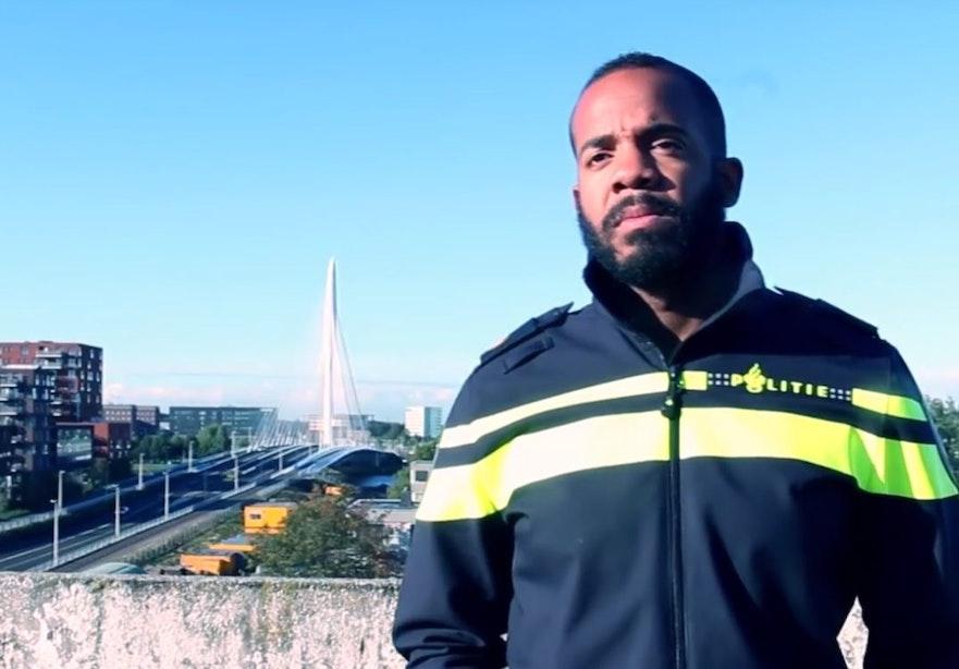 Indrukwekkende video van wijkagent Kanaleneiland tegen etnisch profileren