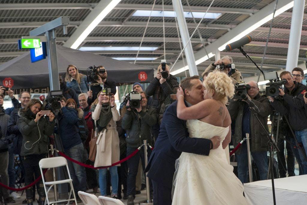 Foto's: Trudy en Robert trouwen op Utrecht CS