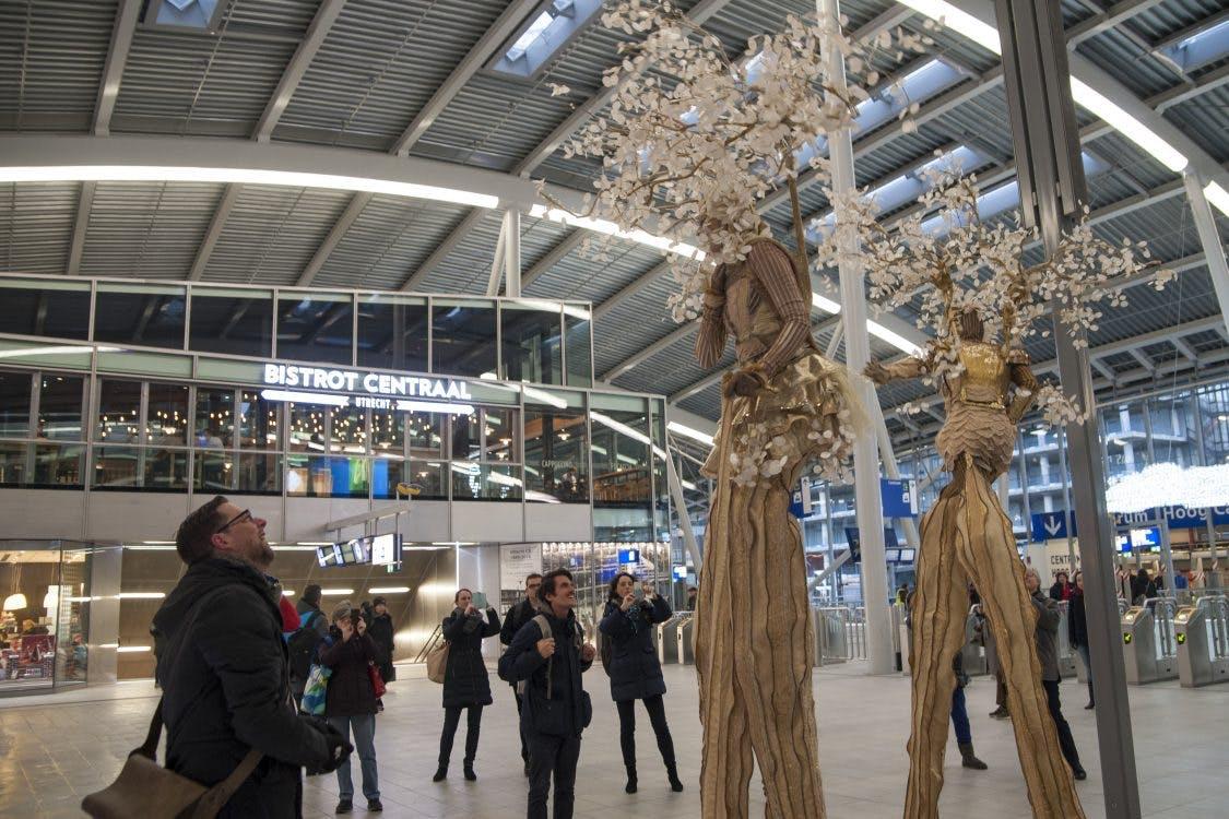 Foto's: Feest in de officieel geopende stationshal