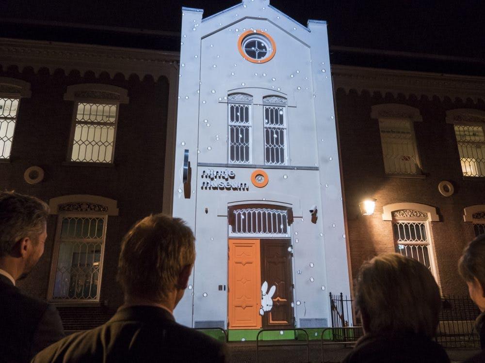 Projectie Nijntje weer te zien op gevel Nijntje Museum