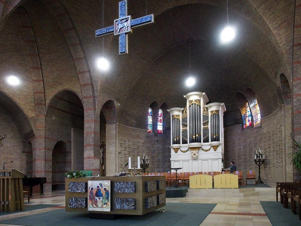 Meere-orgel en modern altaar (Arjan den Boer)