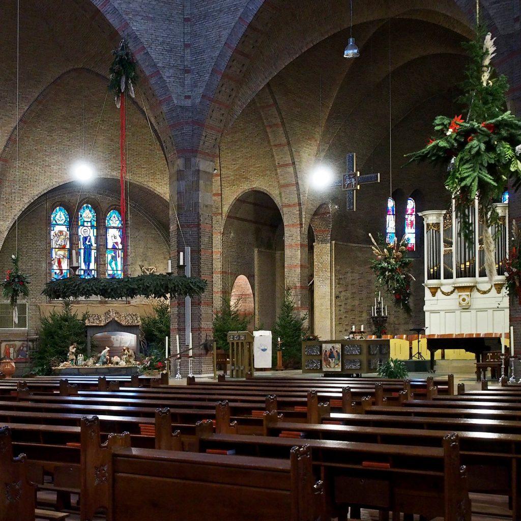 Aloysiuskerk met kerststal (Arjan den Boer)