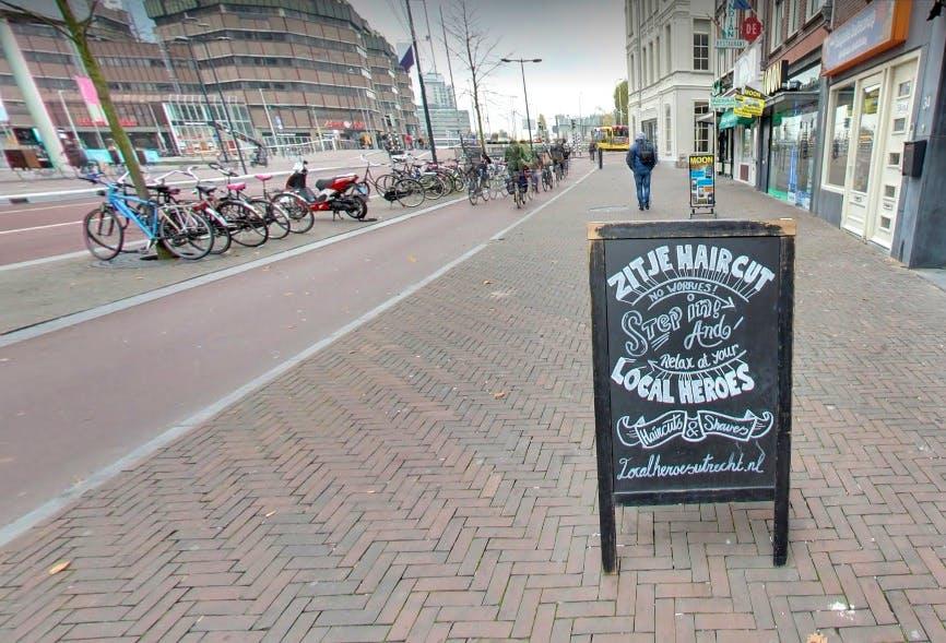 Utrechtse barbier wint verkiezing voor de slechtste slogan: 'Zit je haircut'