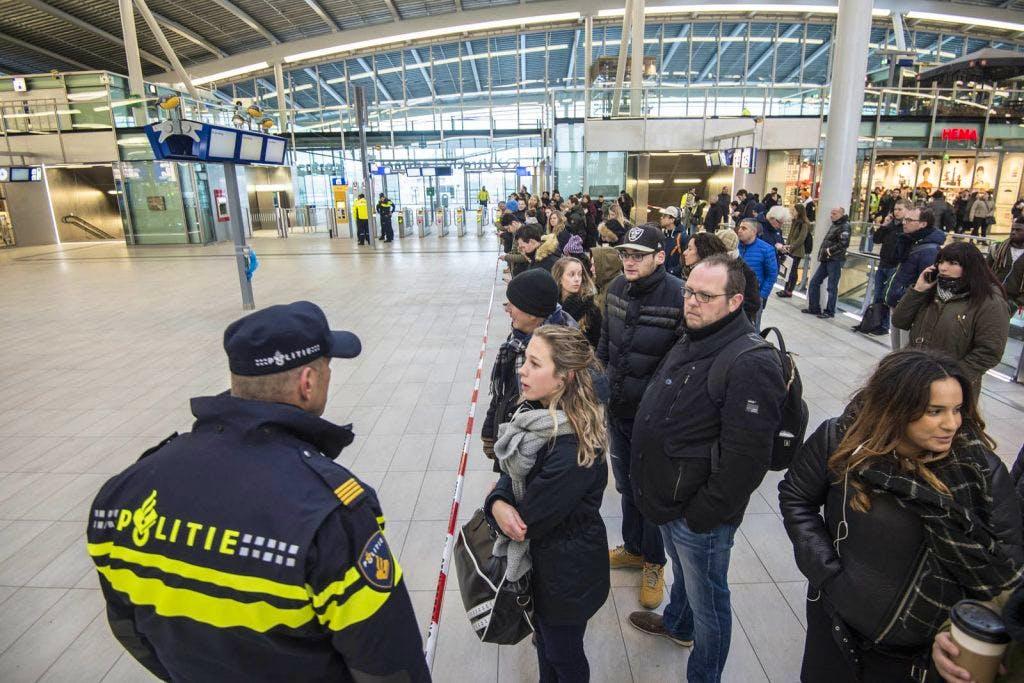 Foto's: Onrustige ochtend op Utrecht Centraal