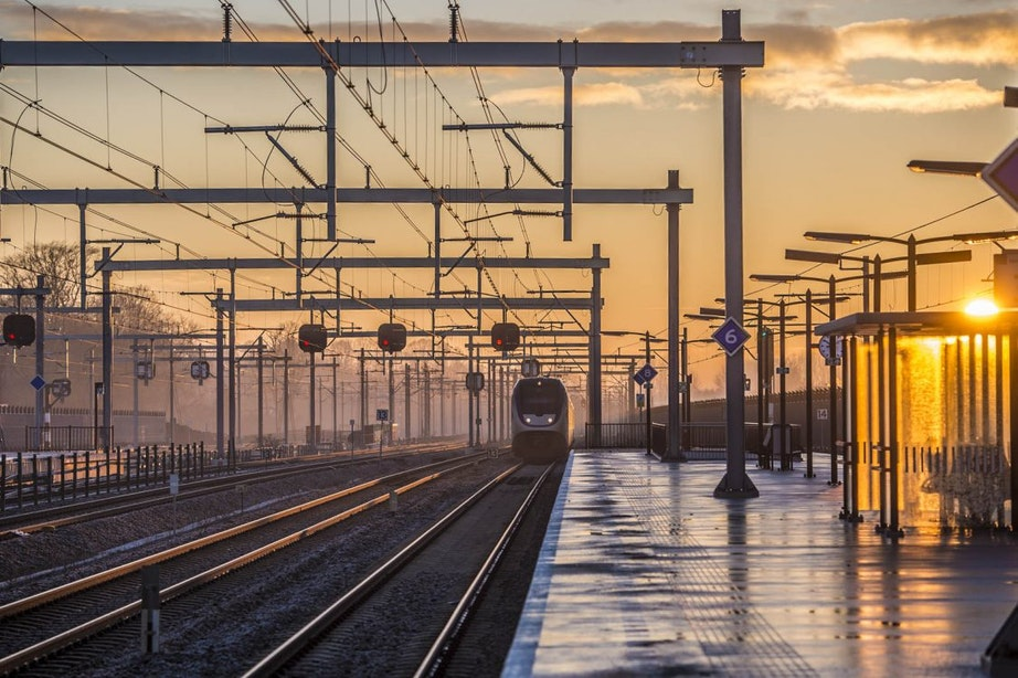 Persoon overleden na aanrijding met trein bij Vaartsche Rijn