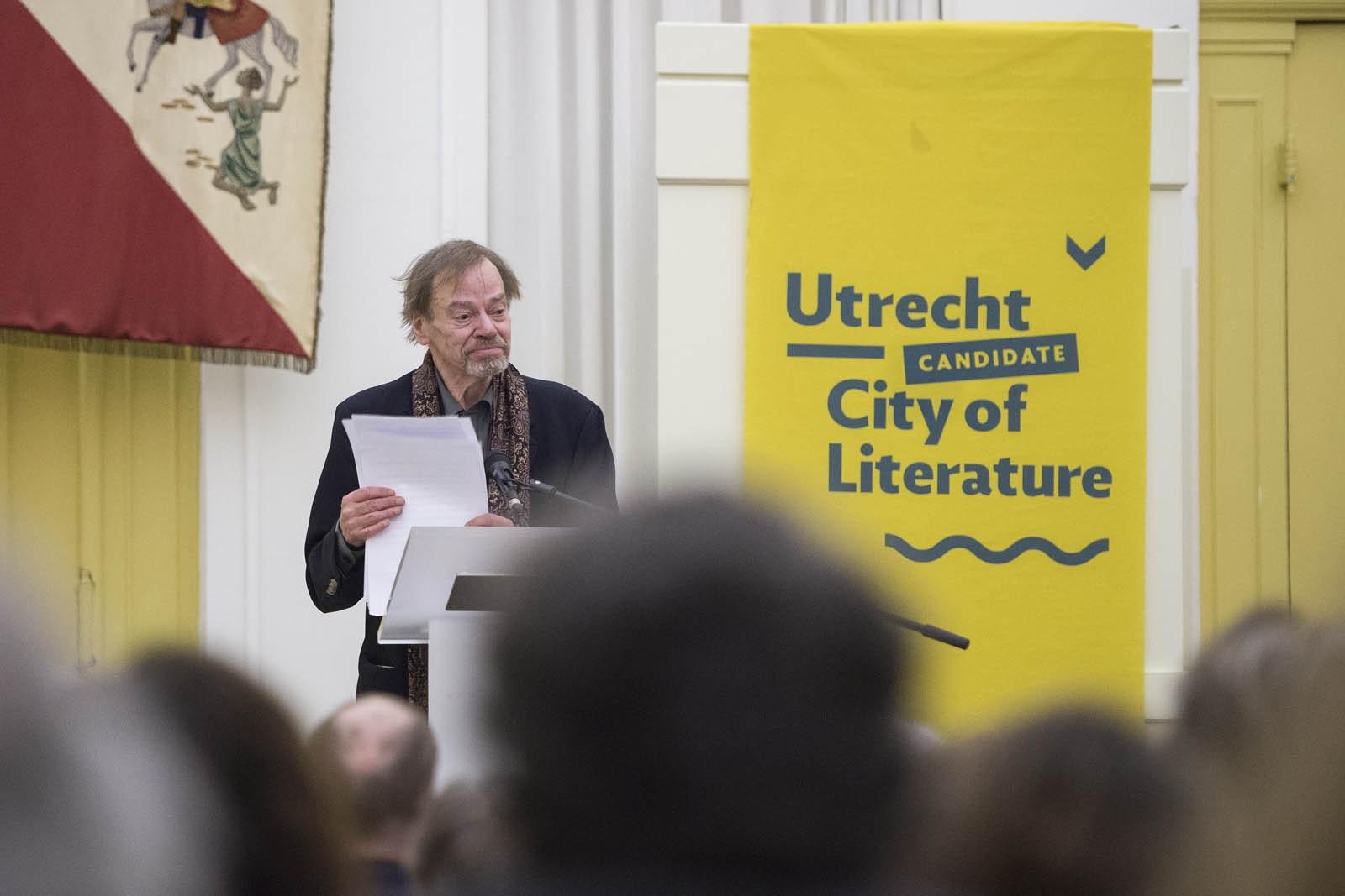 De C.C.S. Croneprijs, de literatuurprijs van de stad Utrecht, werd dit jaar toegekend aan schrijver Wessel te Gussinklo.