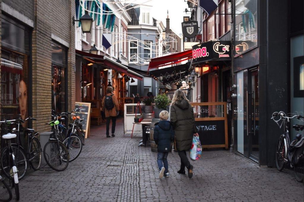 Zes restaurants in Drieharingstraat verkocht: 'Het is geen zak aardappelen'