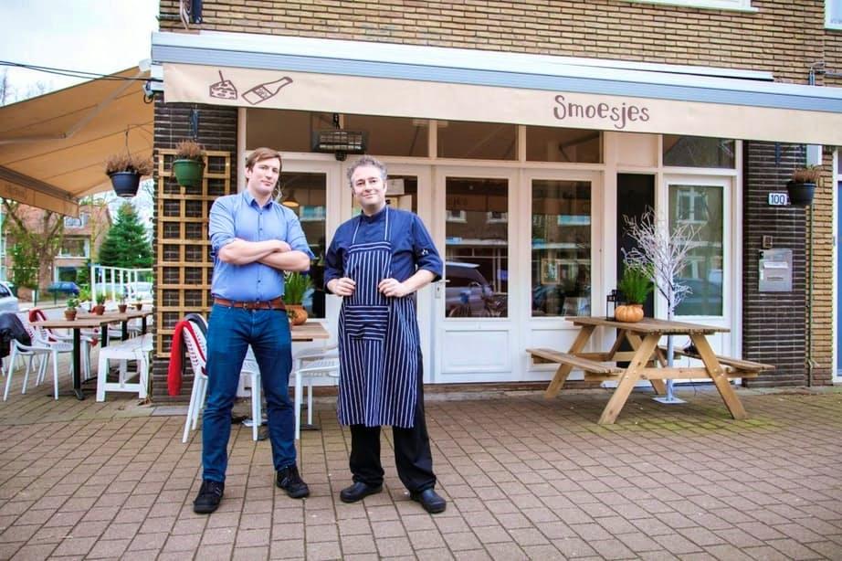 """Restaurant Smoesjes wordt wél gewaardeerd in Oog in Al: """"Hé buurman, jij ook hier!"""""""
