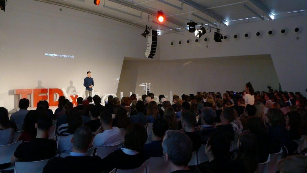 """TEDxYouth Utrecht: """"Je gaat een keer op je bek maar geef niet op"""""""