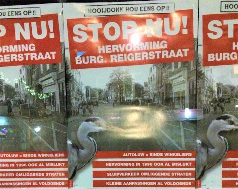 """Posters tegen vernieuwing Burgemeester Reigerstraat: """"Hooijdonk, hou eens op!"""""""