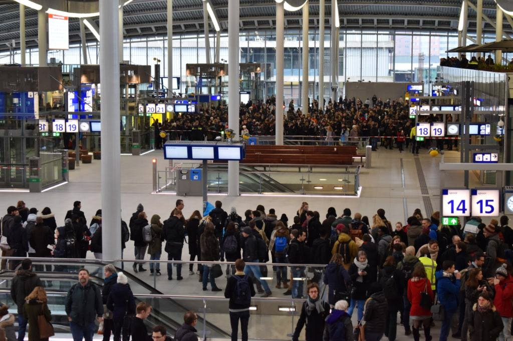 Bommelding en grote storing op Utrecht Centraal