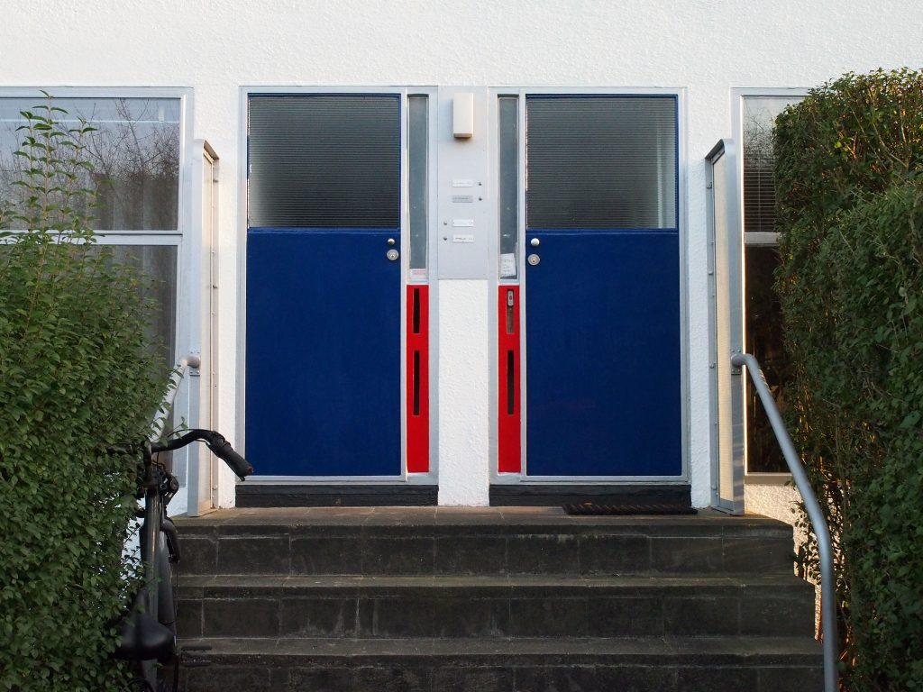 Entree benedenwoningen aan de Erasmuslaan (Arjan den Boer)
