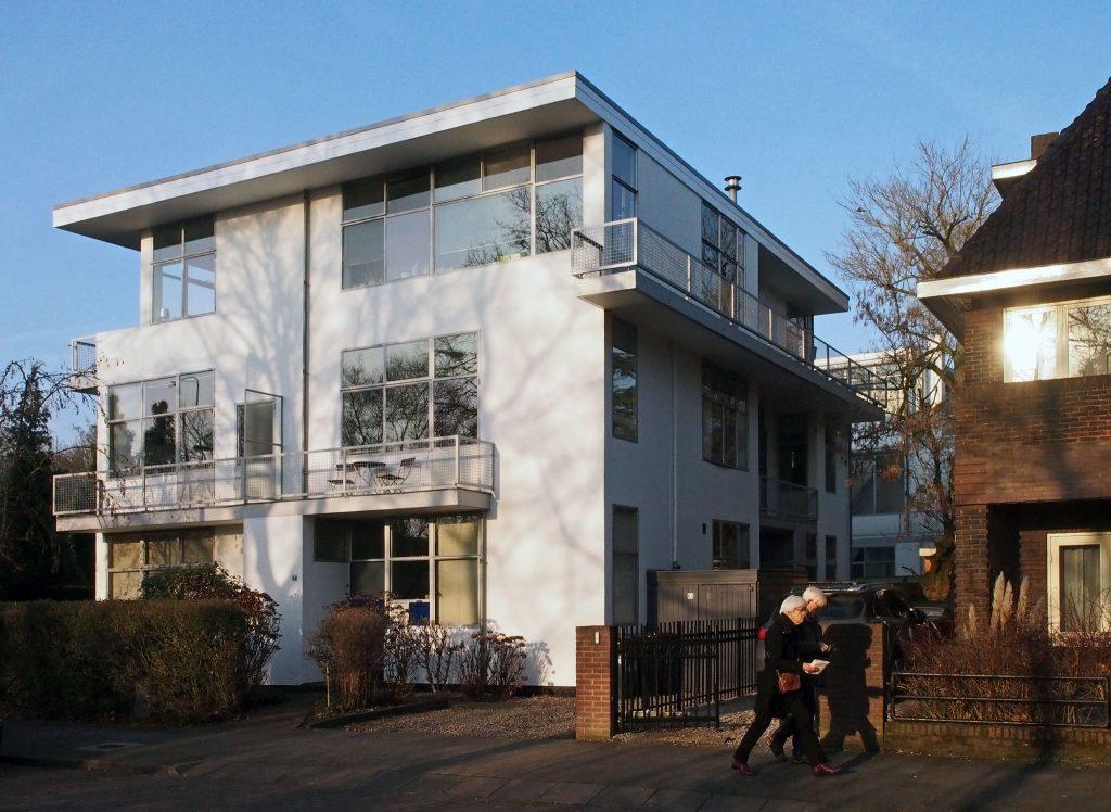 Blok etagewoningen vanaf Prins Hendriklaan (Arjan den Boer)