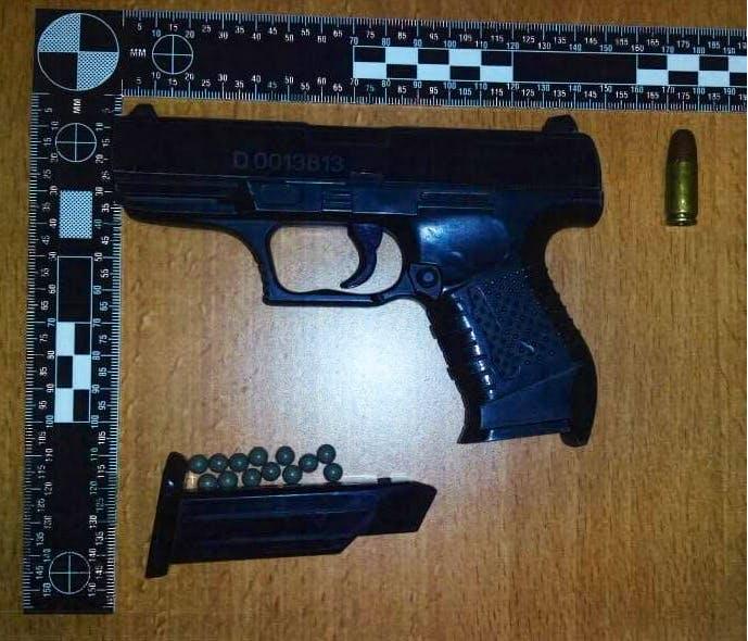 Politie pakt twee jongens op met (nep)vuurwapen in uitgaansgebied