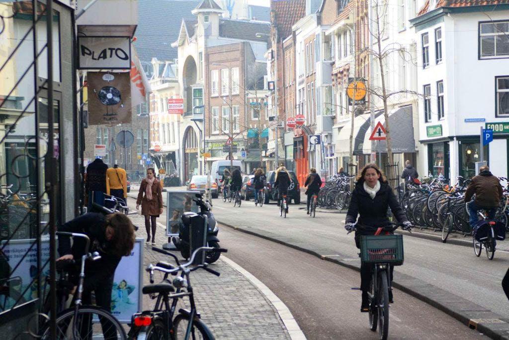 Extreme gladheid in centrum Utrecht door diesellekkage