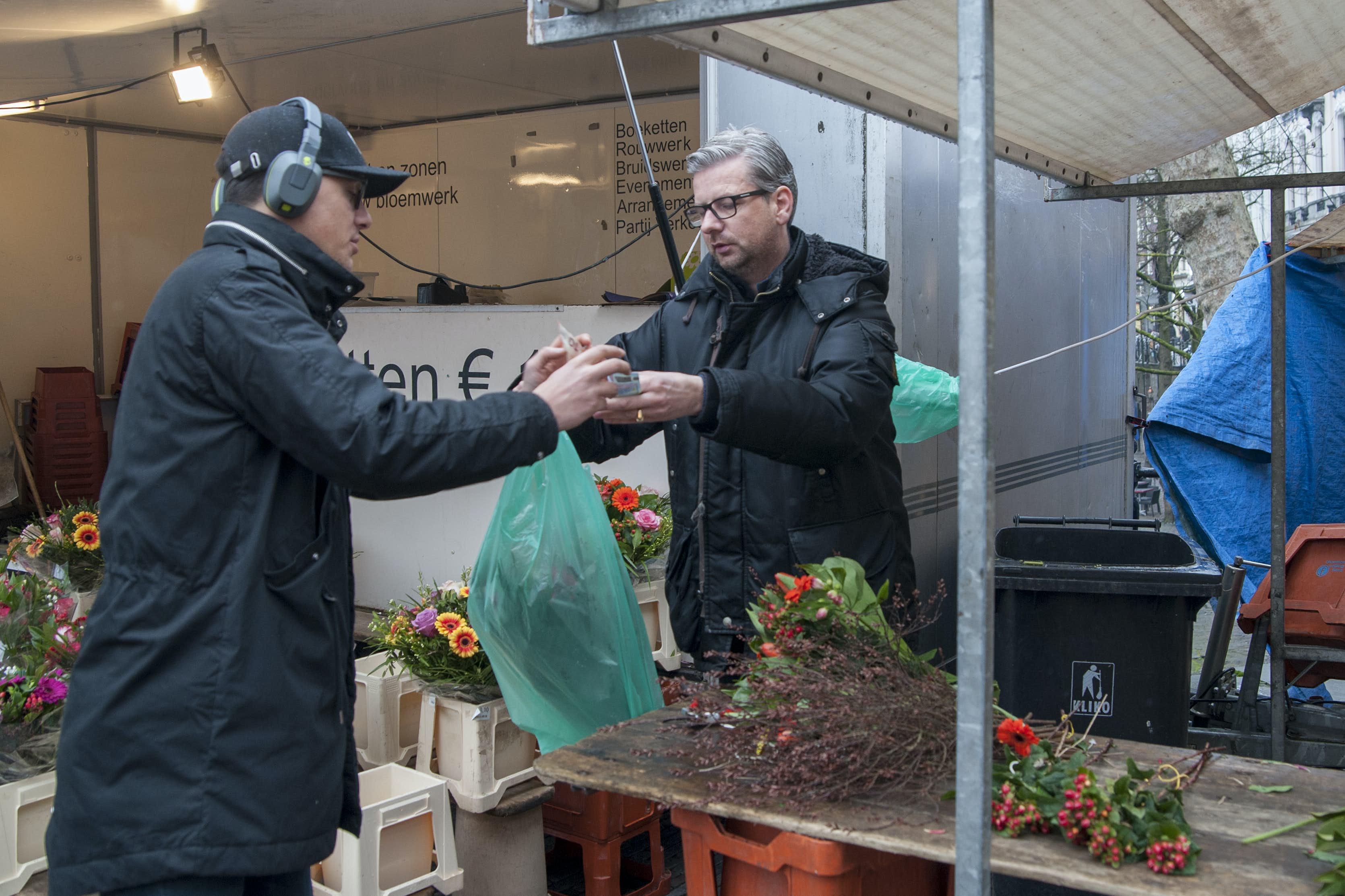 Welp De werkplek van eigenaar bloemenkiosk Bakkerbrug: 'Schreeuwen om YH-08