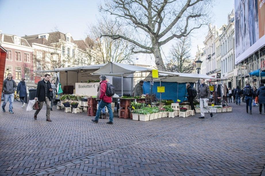 De werkplek van eigenaar bloemenkiosk Bakkerbrug: 'Schreeuwen om aandacht'