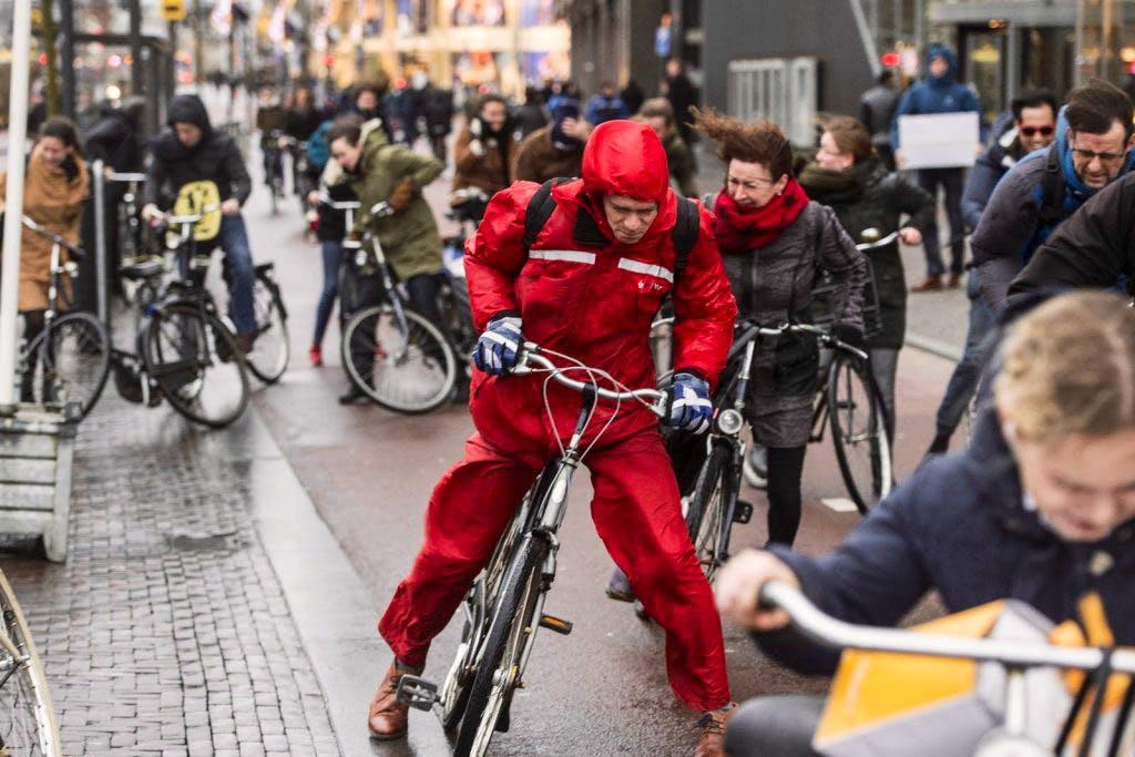 Foto's: met storm op de fiets door Utrecht