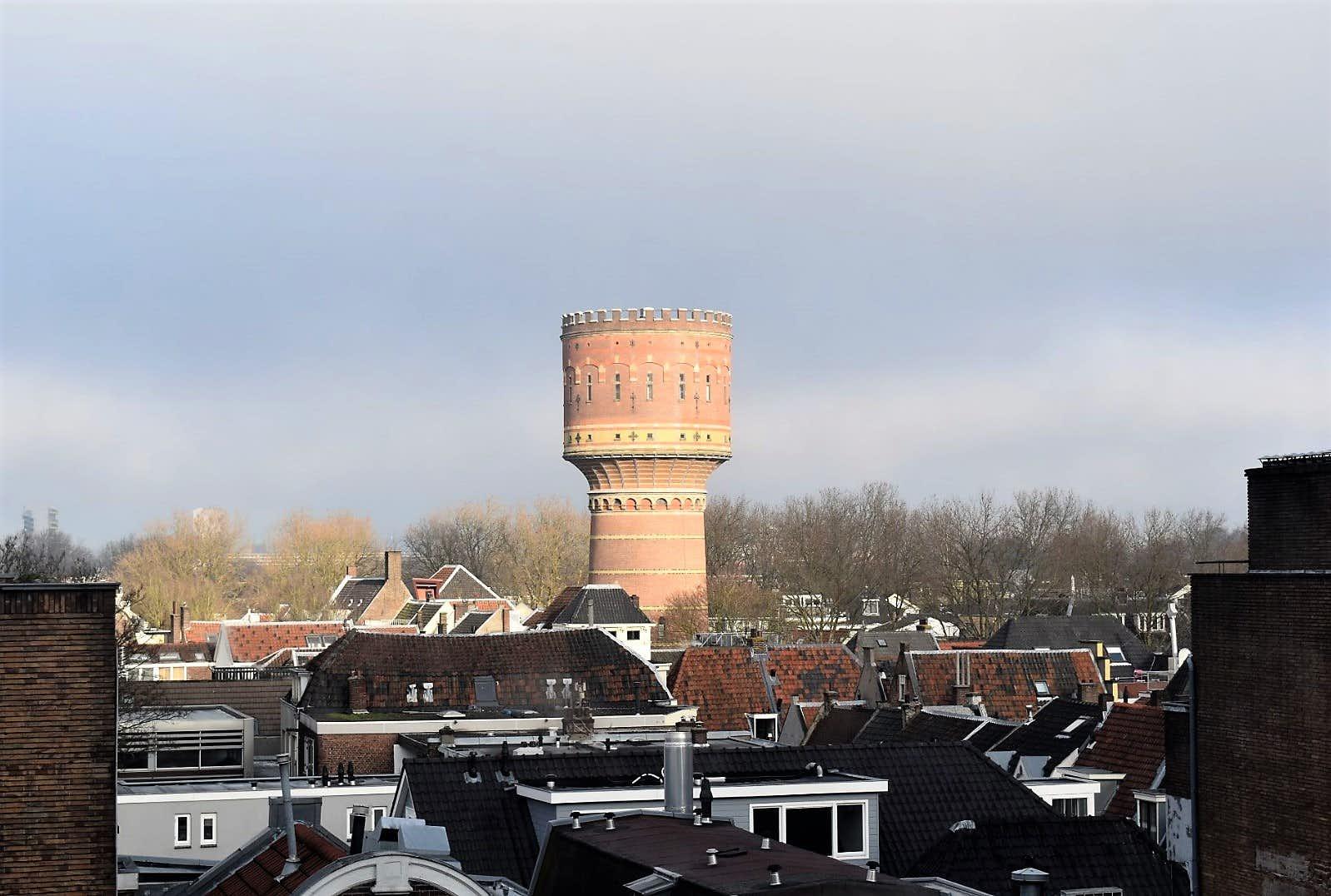 Watertoren Lauwerhof gezien vanuit het voormalig postkantoor aan de Neude