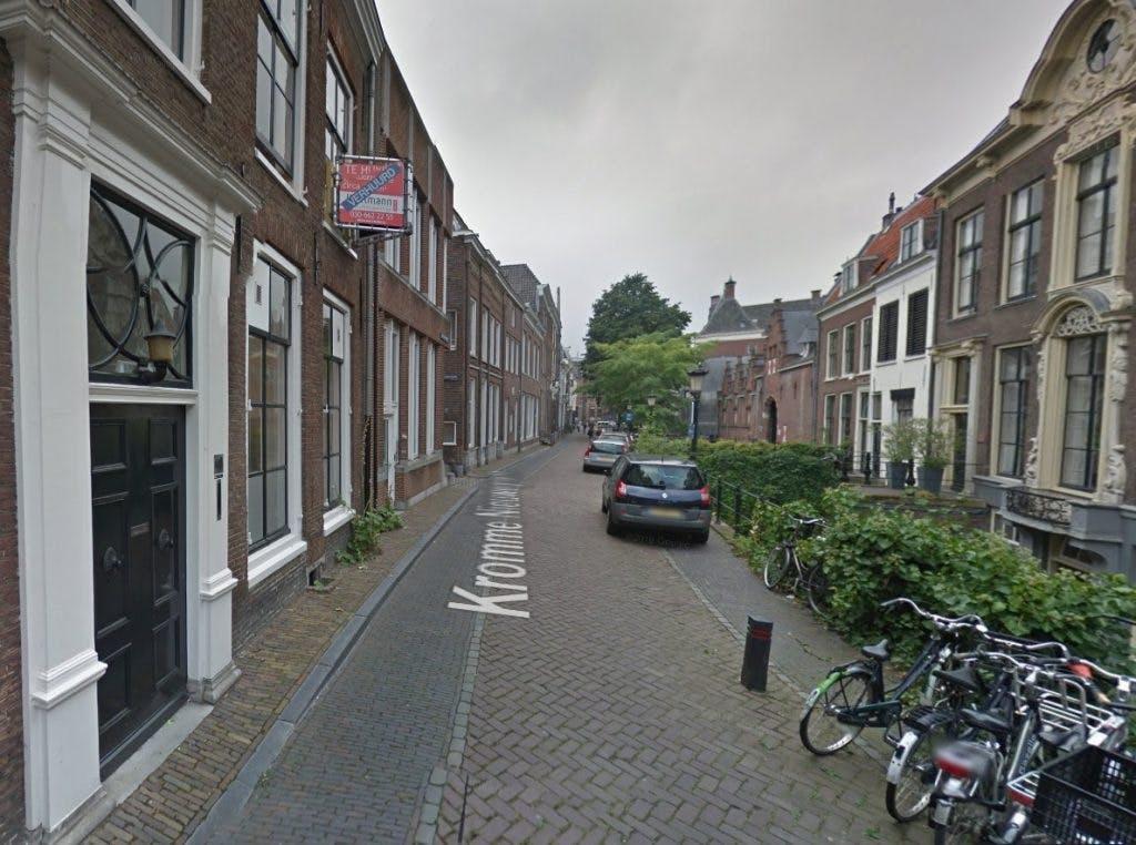 Reparaties Kromme Nieuwegracht zorgen voor grotere scheuren