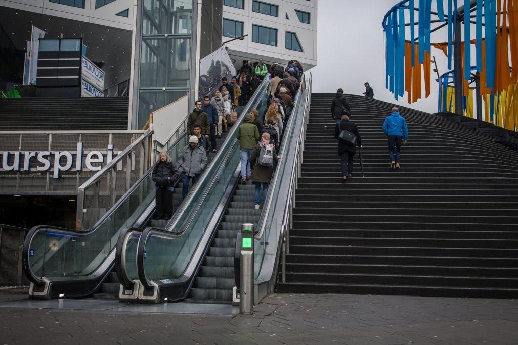 Waarom zijn de roltrappen bij Utrecht Centraal zo vaak kapot?
