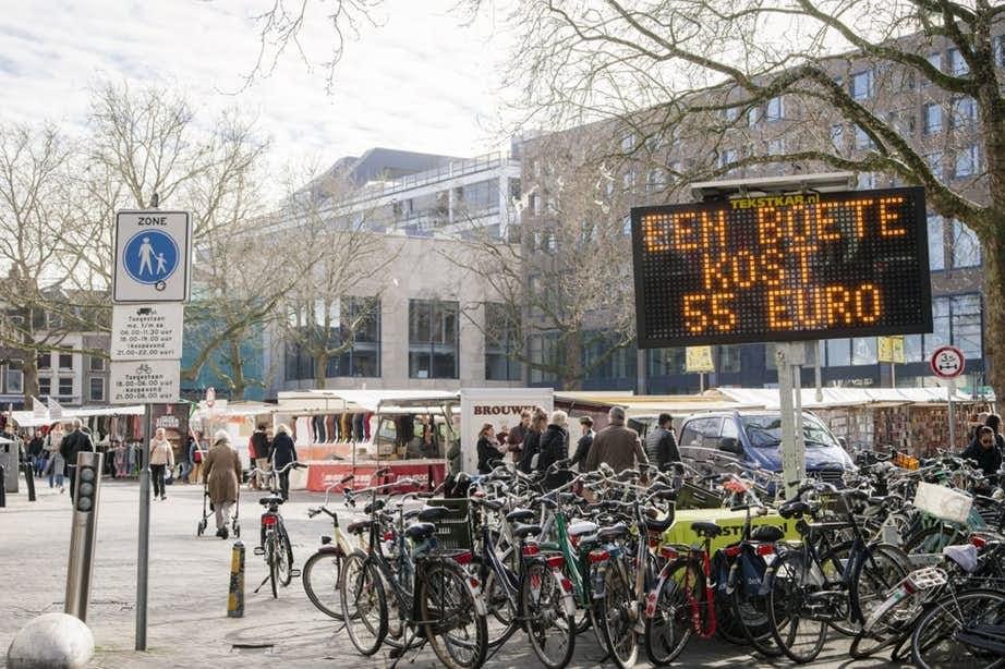 Politie bekeurt 200 fietsers in voetgangersgebied binnenstad