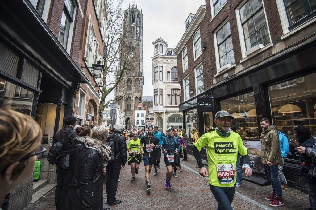 Foto's: Duizenden deelnemers lopen Utrecht Marathon