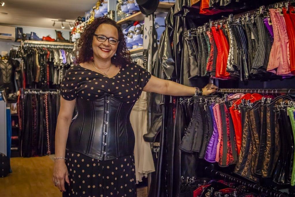 Op bezoek bij Laced-Up Boutique: 'Er heerst een taboe op BDSM, maar dat is niet nodig'