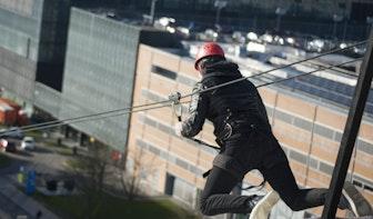 Foto's: 200 meter tokkelen tussen gebouwen op De Uithof