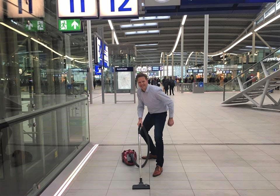 Utrechters op weg naar Den Haag: Matthijs Sienot (D66) stofzuigt desnoods Utrecht Centraal
