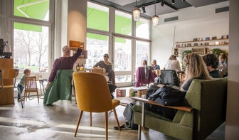 Jette & Jildou drinken koffie in Het Muzieklokaal: Veel lekkers en live muziek