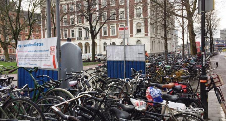 Fietsrekken Moreelsepark 6 maart mét fietsen verwijderd