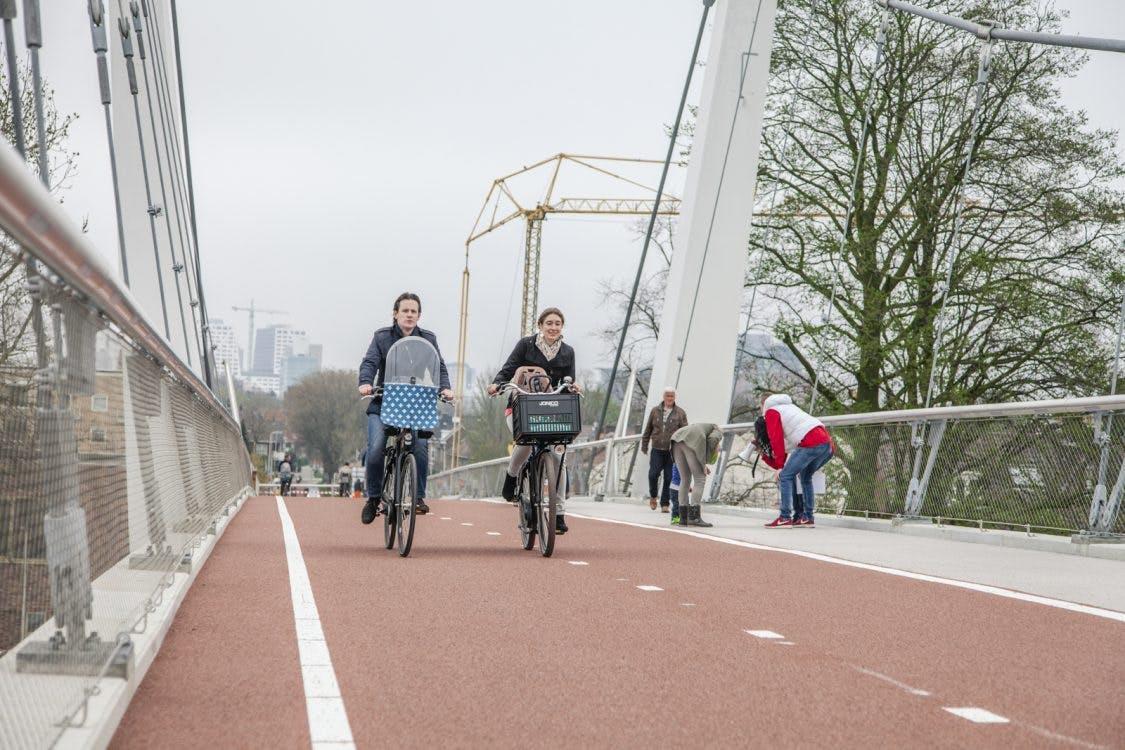 Foto's: Dafne Schippersbrug eindelijk open voor fietsers en voetgangers
