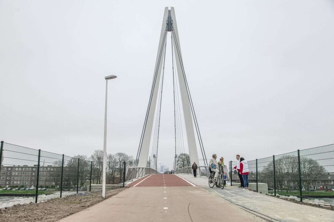 Is de Dafne Schippersbrug ook een hardloopbrug?