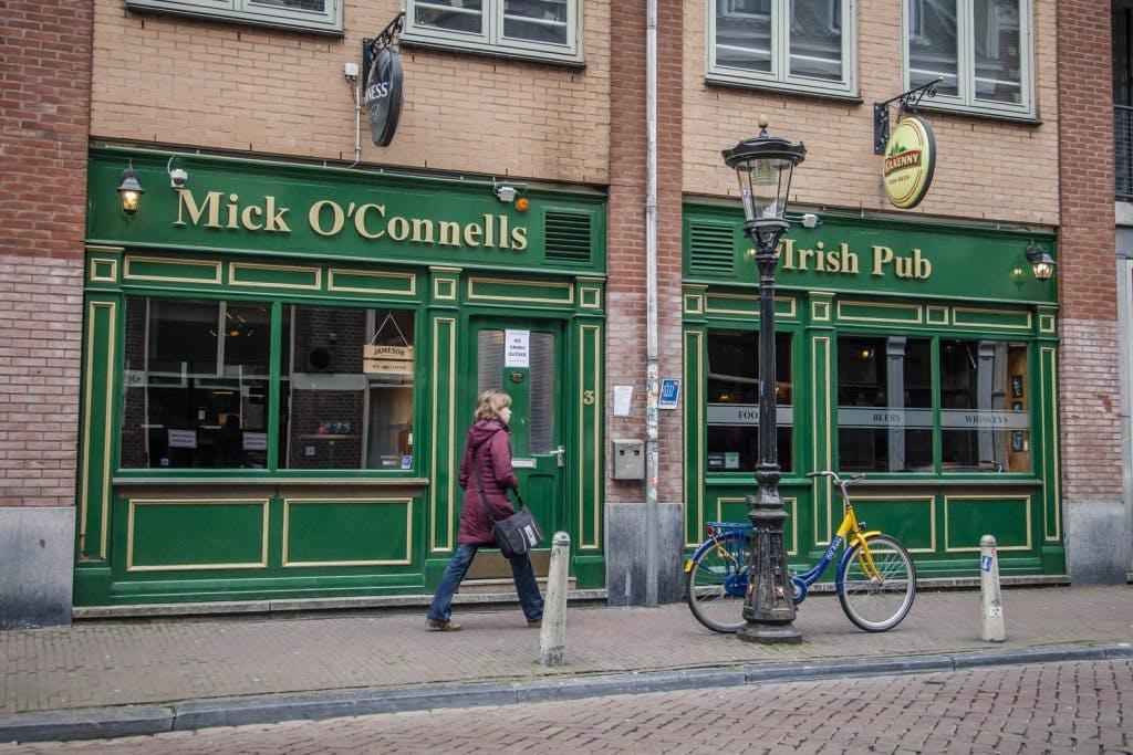 De Klassieker – Mick O'Connells: Voetbal, bier en chicken wings