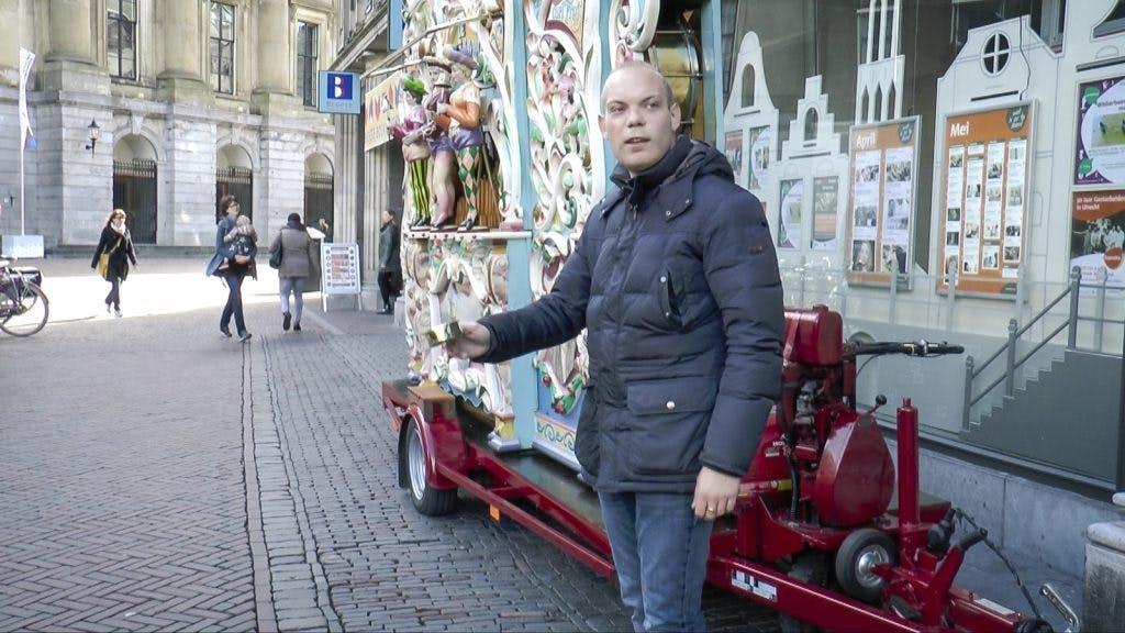 Filmpje: Zomaar een gesprek met orgeldraaier Nick Budding