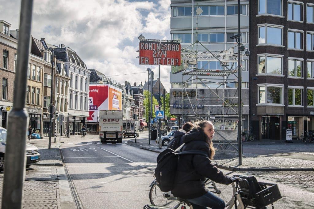 Beveiliging Koningsdag: betonnen vlaggenmasten om aanslag met vrachtwagen te bemoeilijken
