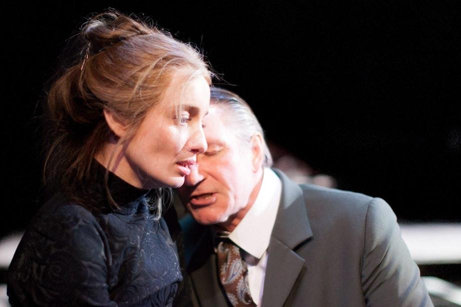Karina Smulders schittert in theaterklassieker Hedda Gabler