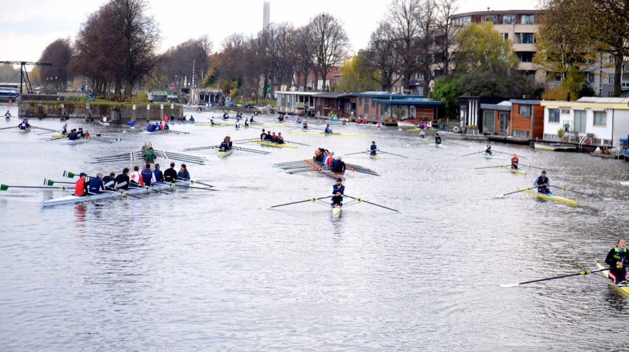 De stad Utrecht wint met roeien