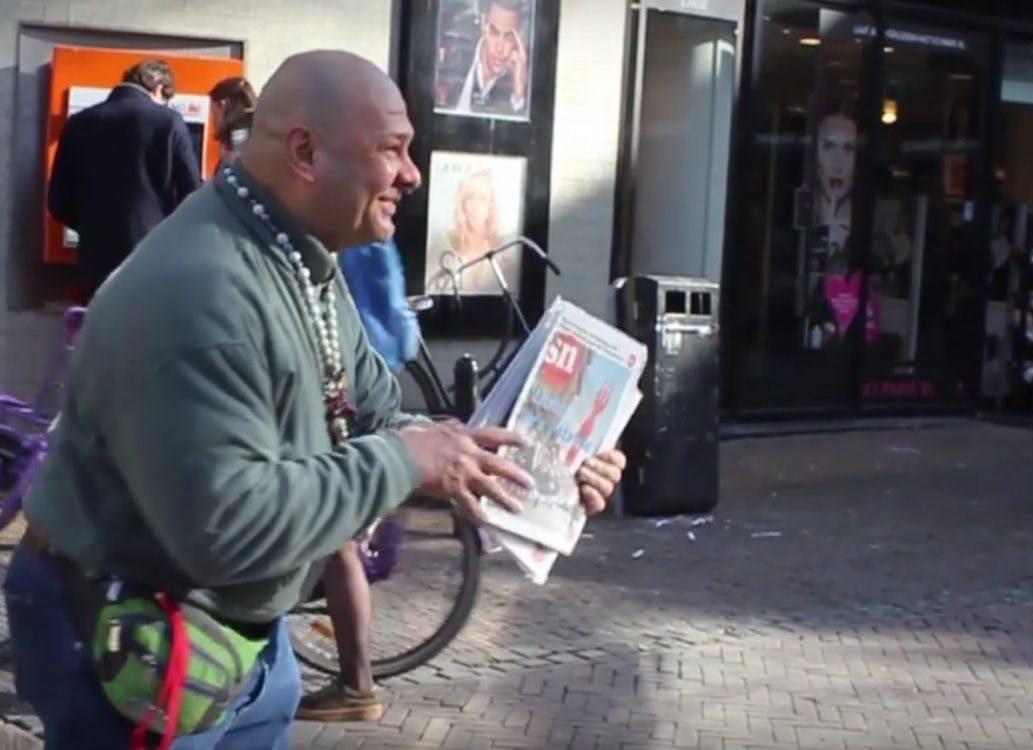 Filmpje: Zomaar een gesprek met Straatnieuwsverkoper Bedros